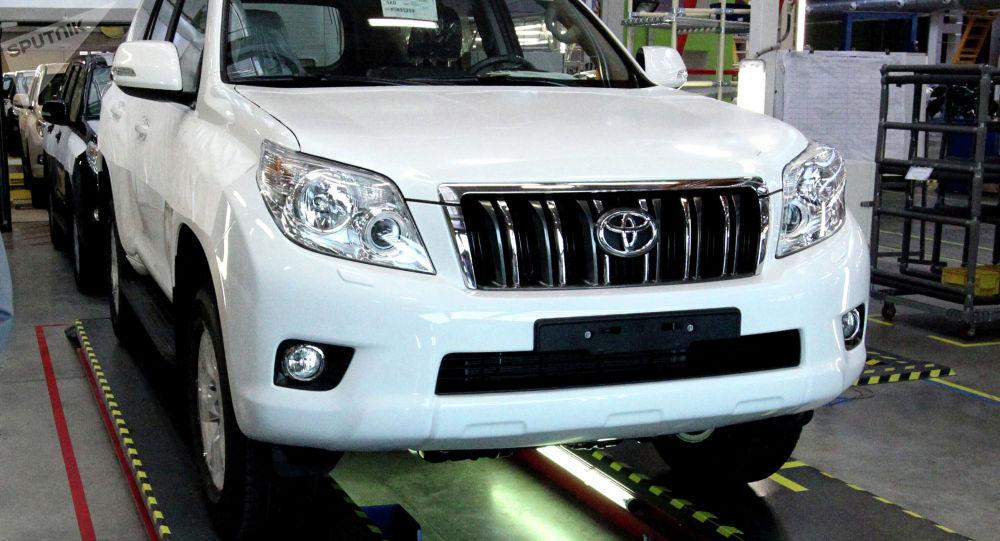 Автомобиль Toyota Land Cruiser Prado. Архивное фот