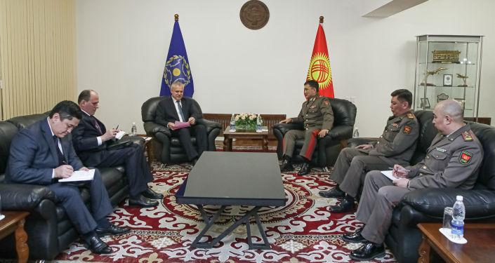 Накануне, 27 января, состоялась протокольная встреча начальника Генерального штаба Кыргызстана Таалайбека Омуралиева и Генерального секретаря Организации договора о коллективной безопасности Станислава Зася