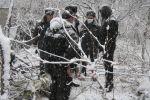 Оперативники Ленинского РОВД во время эксгумации тел убитой семейной пары. Декабрь 2007 года