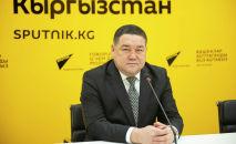 Кыргыз мамлекеттик медициналык академиянын проректору, профессор, нейрохирург Кеңешбек Ырысов