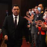 Садыр Жапаров 2020-жылы 5-октябрдын түнүндө элдик толкундоодон кийин абактан чыккан. Үч айдан кийин Кыргызстандын президентти болуп шайланып, 2021-жылы 28-январда мамлекет башчынын кызматына расмий киришти