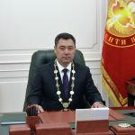 Избранный президент Кыргызстана Садыр Жапаров в рабочем кабинете после церемонии инаугурации