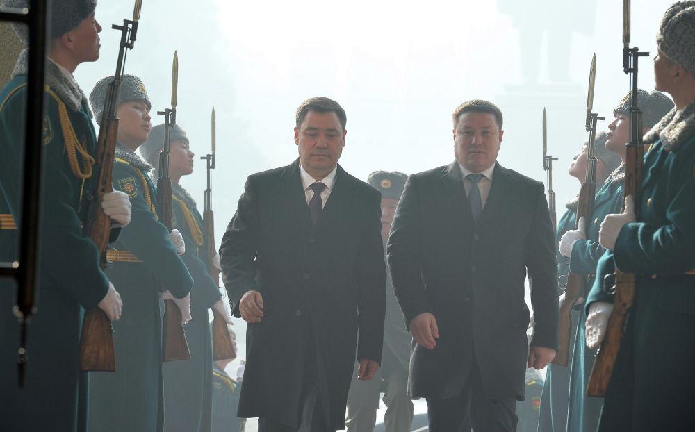 Избранный президент Садыр Жапаров и и.о главы государства Талант Мамытов на церемонии инаугурации