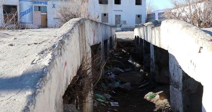 Вид на автовокзал города Балыкчи, который в удручающем состоянии