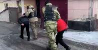 Бишкек шаарынын Криминалдык милициясынын ыкчам кызматкерлери баңгизат ташууга шектелген кылмыштуу топту кармады.