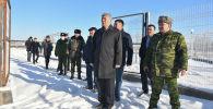 Вице-премьердин милдетин аткаруучу Максат Мамытканов кыргыз-казак чек арасындагы Ак-Жол көзөмөл-өткөрүү пунктунунда
