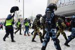 Представители СМИ ведут съемку работы сотрудников правоохранительных органов в районе станции метро Сухаревская в Москве во время несанкционированной акции сторонников Алексея Навального.