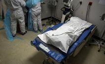 Умерший от COVID-19 пациент лежит в  отделении больницы. Архивное фото