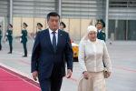 Экс-президент Кыргызстана Сооронбай Жээнбеков и бывшая первая леди Айгул Жээнбекова. Архивное фото