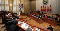 Жогорку Кеңештин Конституциялык мыйзамдар, мамлекеттик түзүлүш, сот-укуктук маселелер жана Жогорку Кеңештин регламенти боюнча комитети өкмөттүн жаңы курамын жактырды