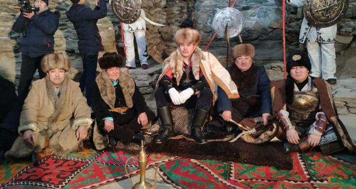 На съемках короткометражного фильма про Тайлак баатыра в селе Куртка Нарынской области