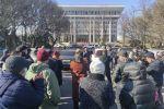 Жогорку Кеңештин алдында Улукбек Мариповдун премьер-министрликке дайындалышына каршы митинг