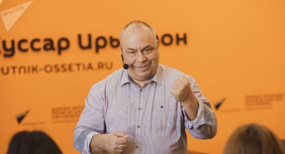 Кандидат филологических наук, профессор Олег Дмитриев. Архивное фото