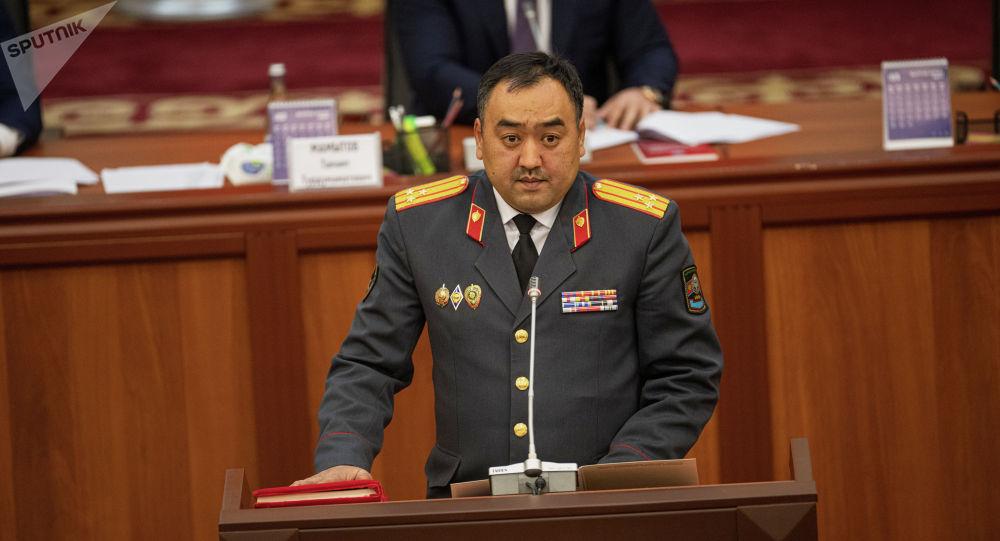 Ички иштер министри Уланбек Ниязбеков. Архив