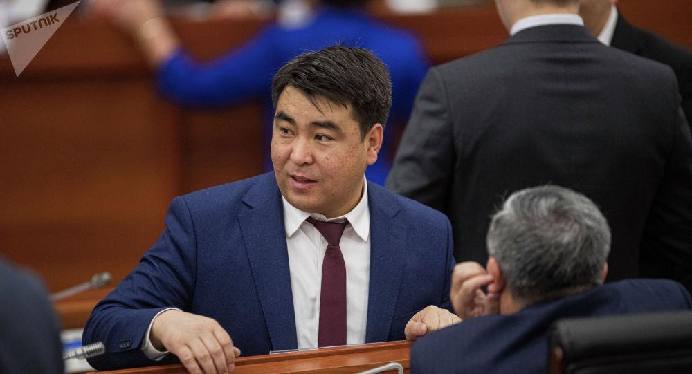 Депутат Жанар Акаев. Архив