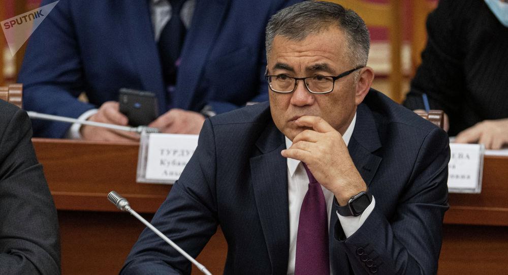Вице-премьер рангындагы экономика жана финансы министри Улукбек Кармышаков. Архив