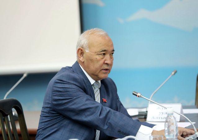 Депутат Жогорку Кенеша Кубанычбек Жумалиев. Архивное фото