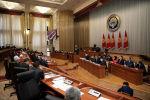 Премьер-министр Улукбек Марипов Жогорку Кеңештин жыйынында. Архив