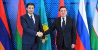 Премьер-министр Кыргызстана Улукбек Марипов во время встречи с премьер-министром Казахстана Аскаром Маминым на полях очередного заседания Евразийского межправительственного совета в городе Алматы