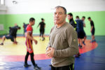 Заслуженный тренер КР по греко-римской борьбе Мейрамбек Ахметов в зале, где тренирует воспитанников