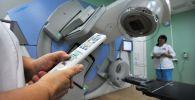Подготовка линейного медицинского ускорителя для проведения лучевой терапии. Архивное фото