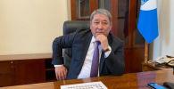 Новый исполняющий обязанности  мэра города Бишкек Бактыбек Кудайбергенов в кабинете