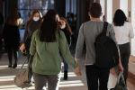 Студенты во время перемены в одном из университетов. Архивное фото