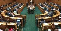 В Новой Зеландии депутата Равири Вайтити, который представляет в парламенте аборигенов маори, выгнали из зала заседания из-за отсутствия галстука.