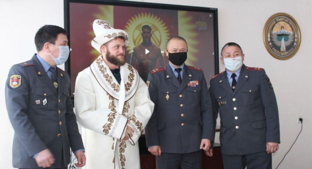 Боец UFC Рафаэль Физиев посетил Академию МВД КР