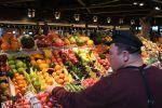 Прилавок с фруктами и овощами. Архивное фото