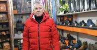 Креативный директор обувной компании Сергей Селезнев в магазине