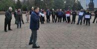 Возле здания правительства вновь вышли на митинг с требованием решить приграничные проблемы в Баткенской области