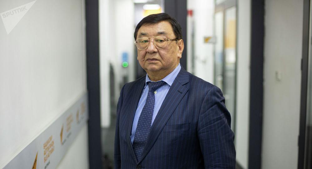 Жаңы кодекстерди иштеп чыгуу боюнча эксперттик жумушчу топтун мүчөсү Чолпонкул Арабаев