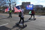 Сторонники избранного президента США Джозефа Байдена на одной из улиц неподалеку от Капитолия в Вашингтоне. Архивное фото