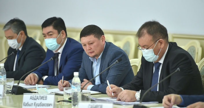 Чиновники на совещании по обсуждению продовольственной безопасности. 17 февраля 2021 года