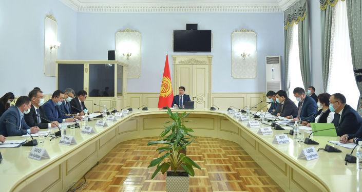 Премьер-министр КР Улукбек Марипов на совещании по обсуждению продовольственной безопасности. 17 февраля 2021 года