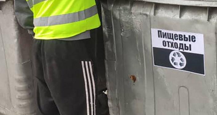 Муниципальное предприятие Бишкекский санитарный полигон запустило пилотный проект по сортировке бытовых отходов непосредственно у мусорных контейнеров
