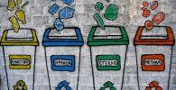 Нарисованные мусорные баки. Архивное фото