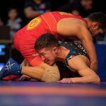 Борцы во время схватки на финале чемпионата Кыргызстана по греко-римской борьбе. 18 февраля 2021 года