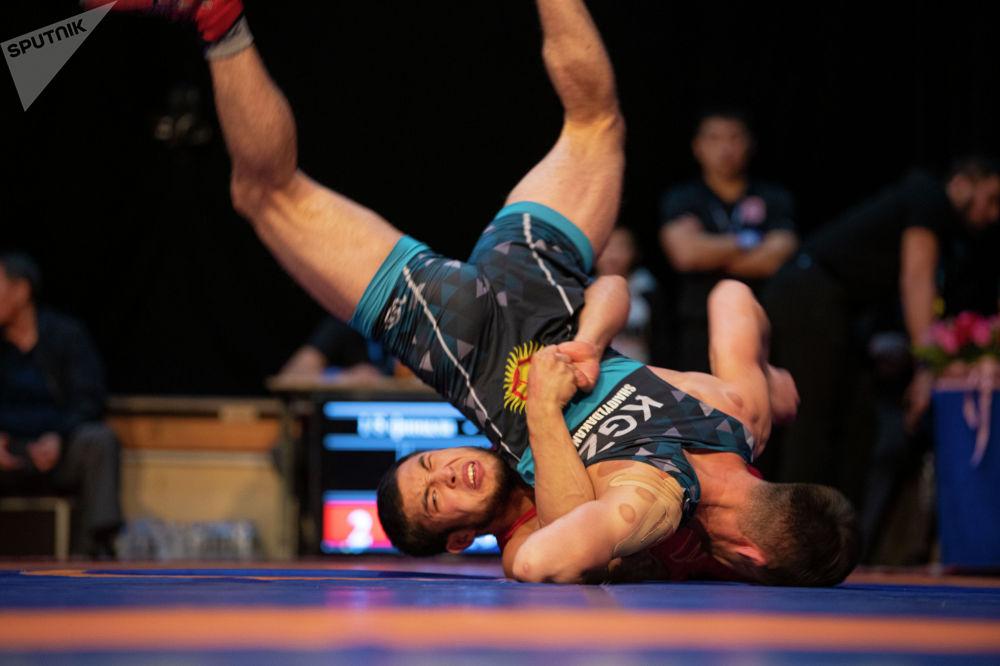 Грек-рим күрөшү боюнча Кыргызстандын чемпионатынын финалы. Эки күндүк мелдеште өлкө боюнча 239 мыкты балбан ат салышты.