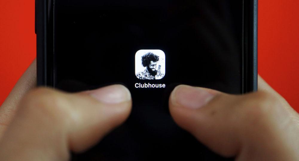 Социальное аудио-приложение Clubhouse на мобильном телефоне