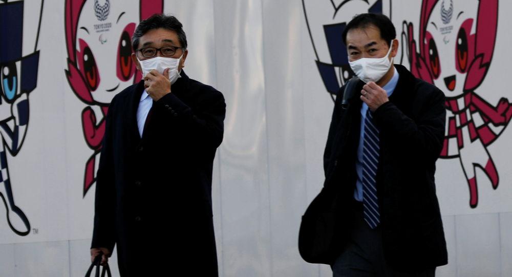 Токиодо коргоочу маска кийген эркектер