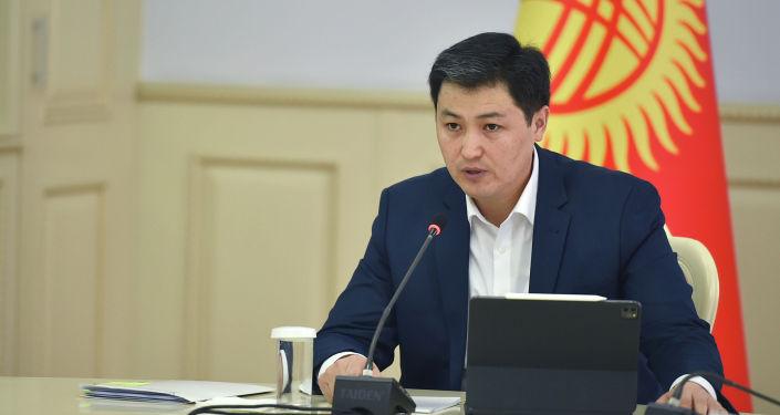 Премьер-министр КР Улукбек Марипов на совещании по вопросам развития строительной отрасли