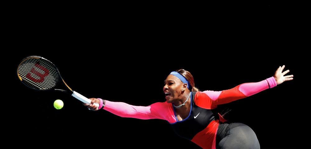 Серена Уильямс Мельбурндагы (Австралия) теннис боюнча Австралиянын ачык чемпионатында Арина Соболенко менен беттешүү учурунда