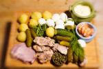 Ингредиенты для приготовления салата Оливье. Архивное фото