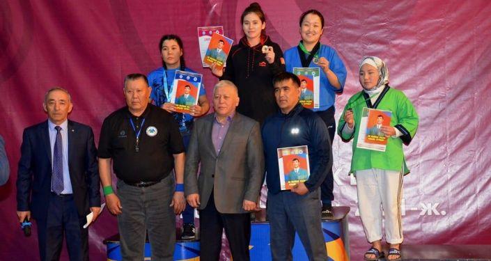 Награждение победителей чемпионата Кыргызстана по классической борьбе алыш