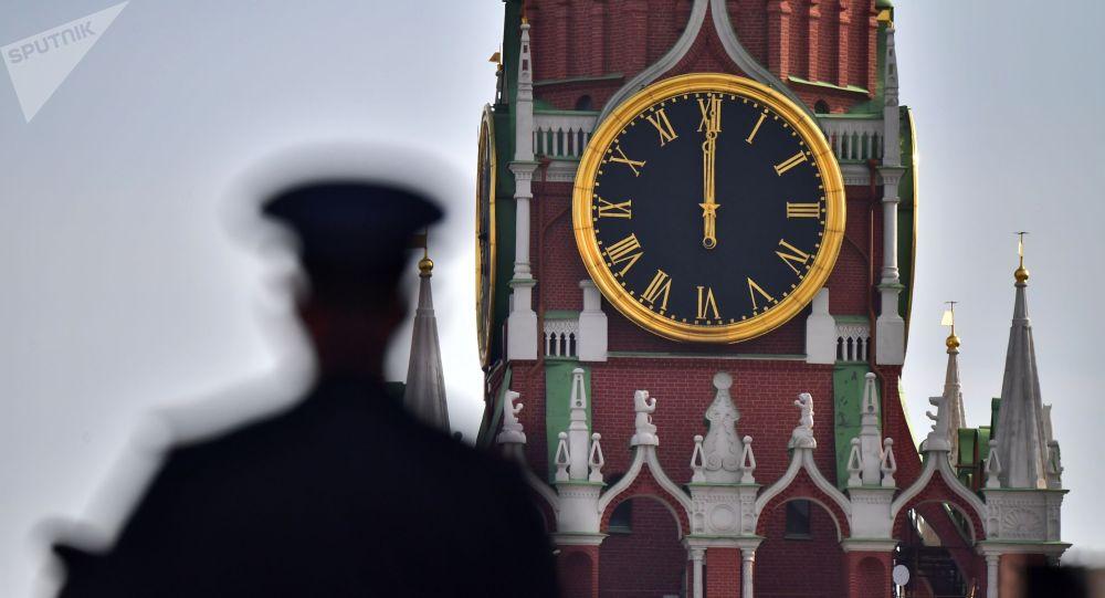 Сотрудник полиции на Красной площади в Москве. Архивное фото