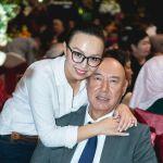 Экс-директор Государственного агентства по туризму Турусбек Мамашов со своей дочерью Айсулуу Мамашовой — она депутат Жогорку Кенеша