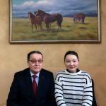 Депутат Жогорку Кенеша Айгерим Бешимбаева со своим отцом Кабылбеком Бешимбаевым. Он юрист, ветеран правоохранительных органов, полковник в отставке.