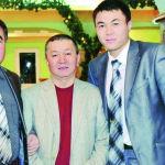 Глава СЭЗ Бишкек Кудрет Тайчабаров и его отец, известный журналист Марип Тайчабаров (на фото слева). Он родился в 1961 году и скончался в 2021-м.